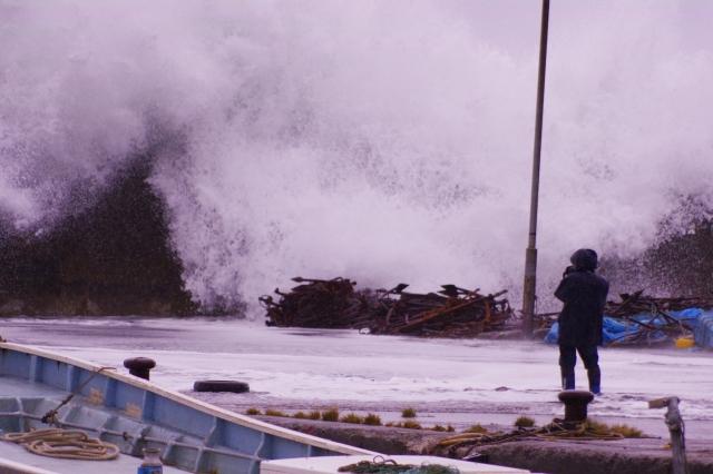 津波の夢の意味を夢占い!10通りに人生を破綻させないお告げが