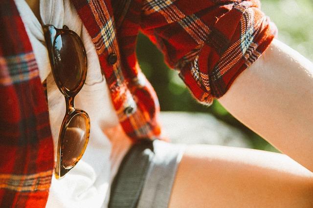 夢占い服の色やタイプ別の夢の意味!ドレスや制服など20選